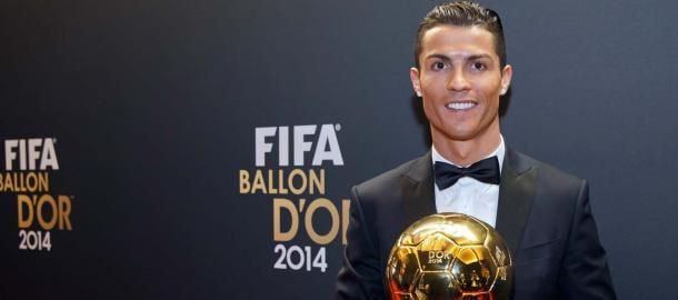 Cristiano Ronaldo con su segundo Balón de Oro | Fuente: realmadrid.com