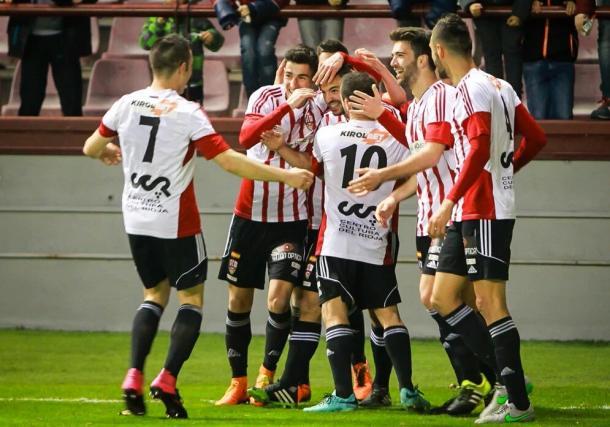 Pere Milla, celebrando un gol junto a su equipo (fuente VAVEL.com)