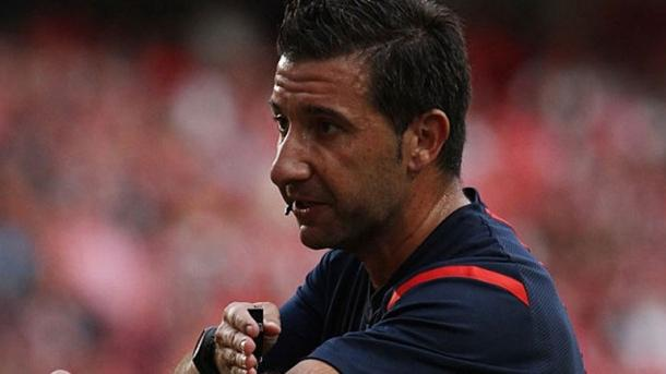 Hugo Miguel é o juiz da partida| Foto: Record