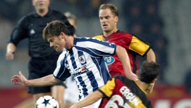 Xabi Alonso contra el Galatasaray en la UEFA Champions League 2003-2004. Foto: EFE