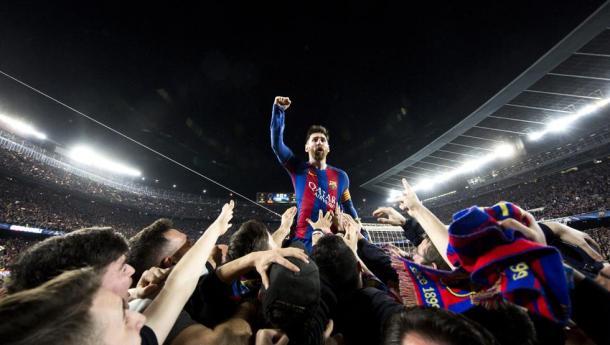 Leo Messi celebrando con el Camp Nou la remontada ante el PSG. | Foto: FC Barcelona