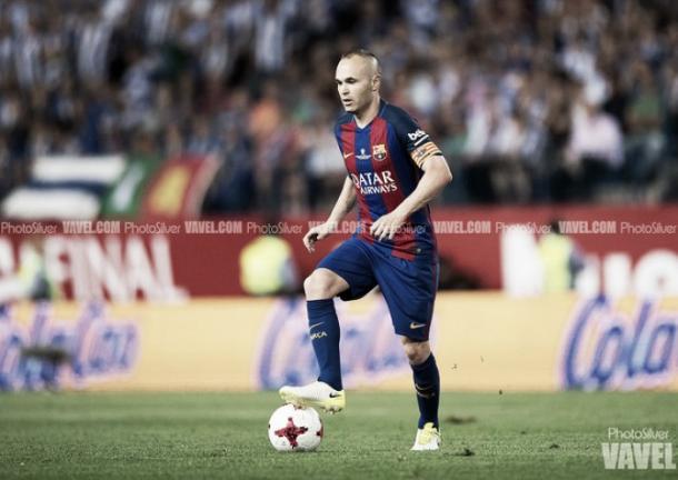 Iniesta durante un partido. | Foto: PhotoSilver / Vavel