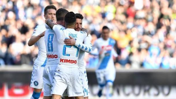 Il Napoli affossa la Fiorentina 4 a 1. Insigne e Mertens show