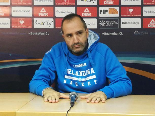 Gennaro Di Carlo in conferenza stampa prima della sfida al Saratov. | Fonte: twitter - @IoSportivoMag