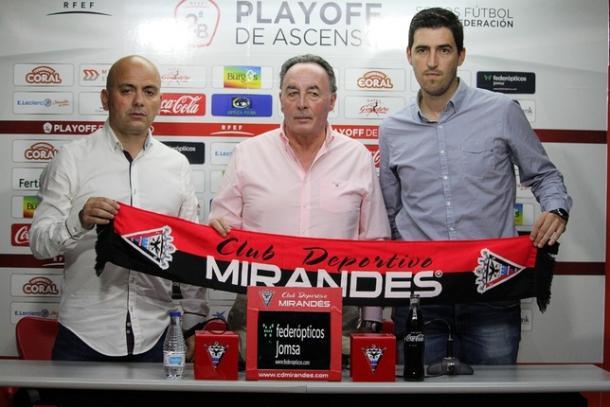 Iraola en su presentación con el cuadro mirandés | Foto: Mirandés Web Oficial
