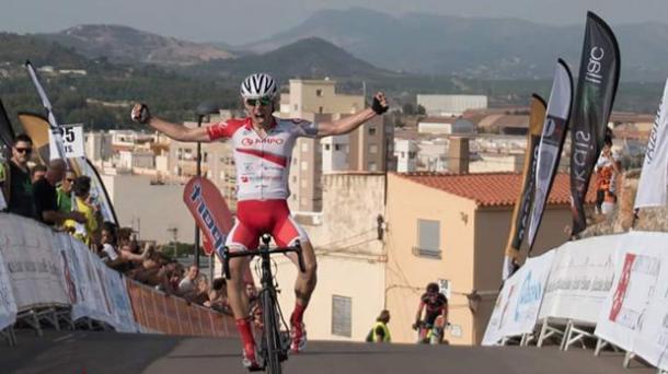 Julen Irizar celebrando la victoria que logró en la Vuelta a Segovia | Imagen: Orbea
