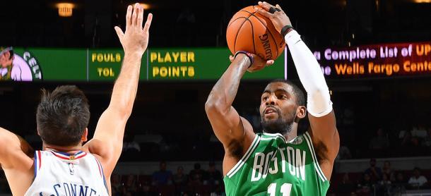Irving in azione contro i Sixers in preseason - Foto Celtics.com