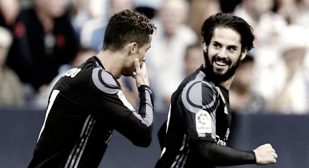 Cristiano Ronaldo e Isco hablan tras el 0-1 en la Rosaleda | Foto: Twitter Real Madrid
