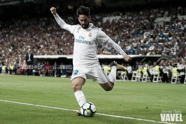 Isco golpea el balón en un encuentro ante el Espanyol / Foto: VAVEL