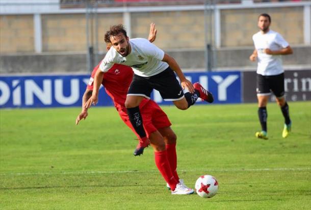 Un jugador del Unión, por los aires (fuente Real Unión)