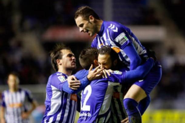 Jugadores del Alavés, celebrando el tercer tanto. Fuente: deportivoalaves.com