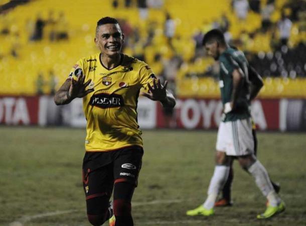 Jonathan Álvez festejando el gol conseguido ante Palmeiras en el parido de ida jugado en el Estadio Monumental de Guayaquil.