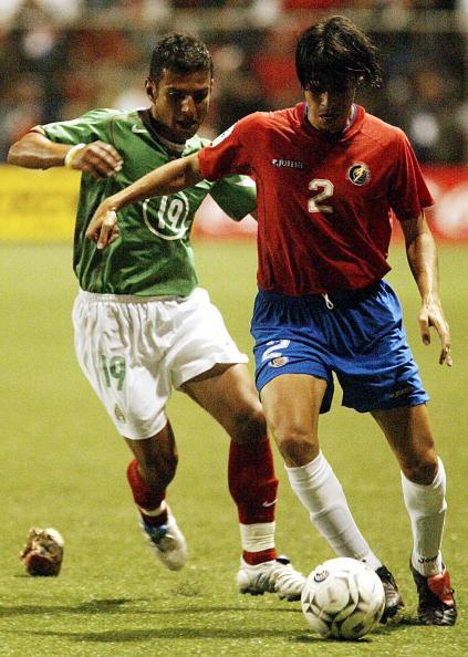 Lozano, peleando el balón en tierras ticas (Foto: Goal)