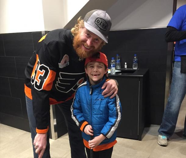 Jake Voracek and Antonio at the Flyers' Fight for Wives Carnival | (Photo: Carlo Iacono Vavel.com)