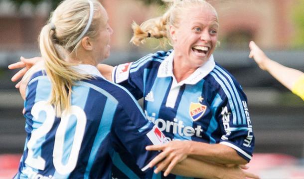 Hanna Lundqvist shares her joy with teammates | Source: alliansen.dif.se
