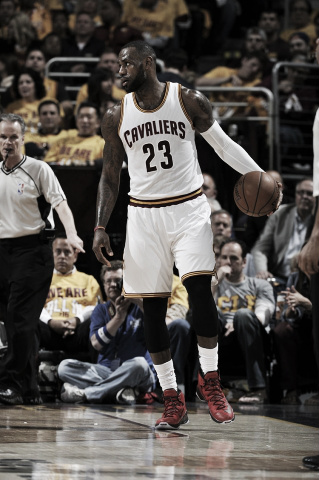 LeBron James led the Cavaliers with 27 points on the night. (David Liam Kyle/NBAE/Getty Images)