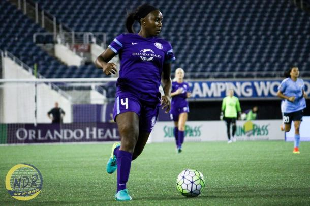 Jamia Fields during a 2016 NWSL season game | Photo by Daniel Castrillon