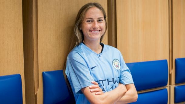 Janine Beckie poses in her new team colours | Source: mancity.com
