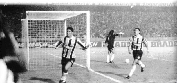 Jardel comemora segundo gol tricolor na partida. (Divulgação / Blog Libertadores 1995)