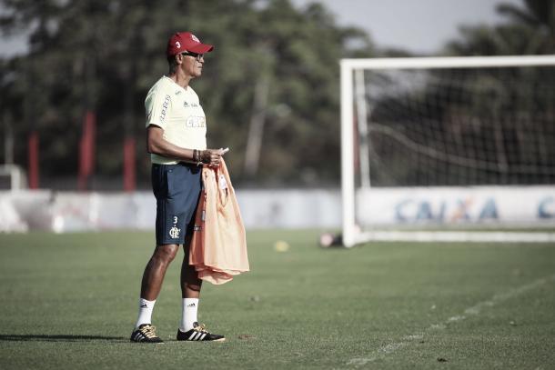 Jayme de Almeida comandou treino na tarde de terça-feira (08) antes do confronto contra o Palestino (Foto: Gilvan de Souza/Fla Imagem)