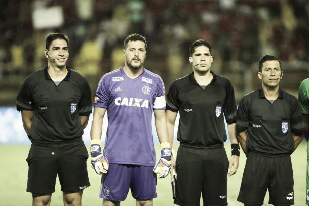Júlio César foi o capitão esta noite. Foto:(Gilvan de Souza/Flamengo).