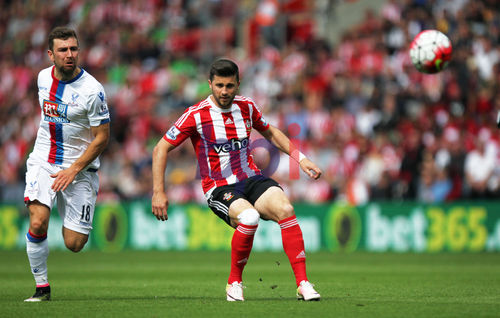 James McArthur battles for possession with Shane Long in the first-half (Photo: Getty images)