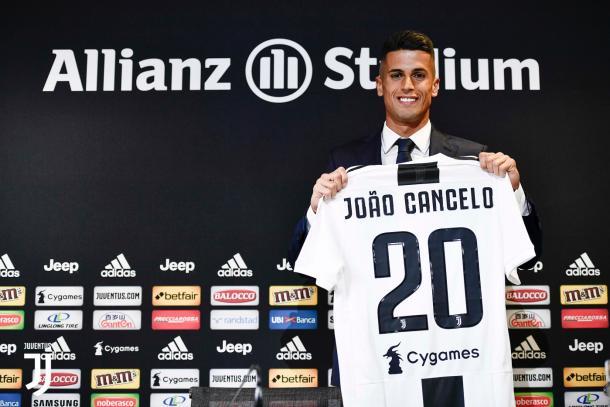 João Cancelo deve ser dono da vaga na lateral-direita da equipe. Foto: Reprodução/Juventus