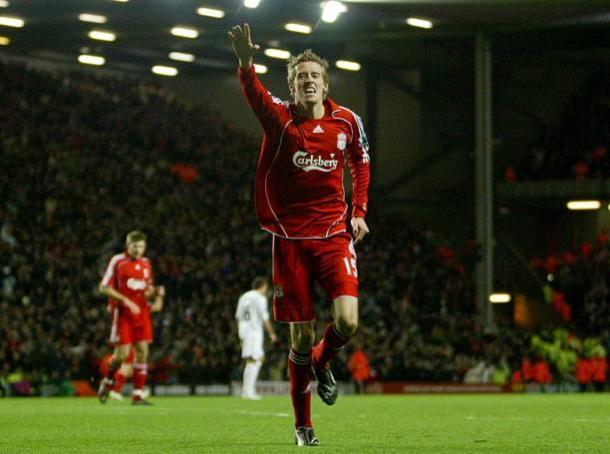 Crouch comemorando gol em época de Liverpool (Foto: Joe Giddens/PA Images/Getty Images)