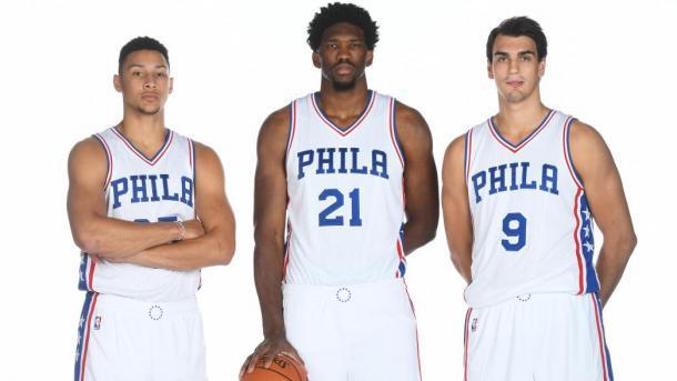 Los tres pilares de Philadelphia, representantes en el Team World. | Foto: NBA.com