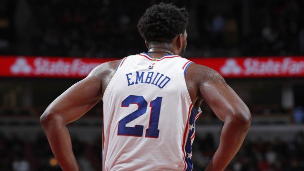 Joel Embiid disputando un encuentro con los Philadelphia| Fuente: NBA.com