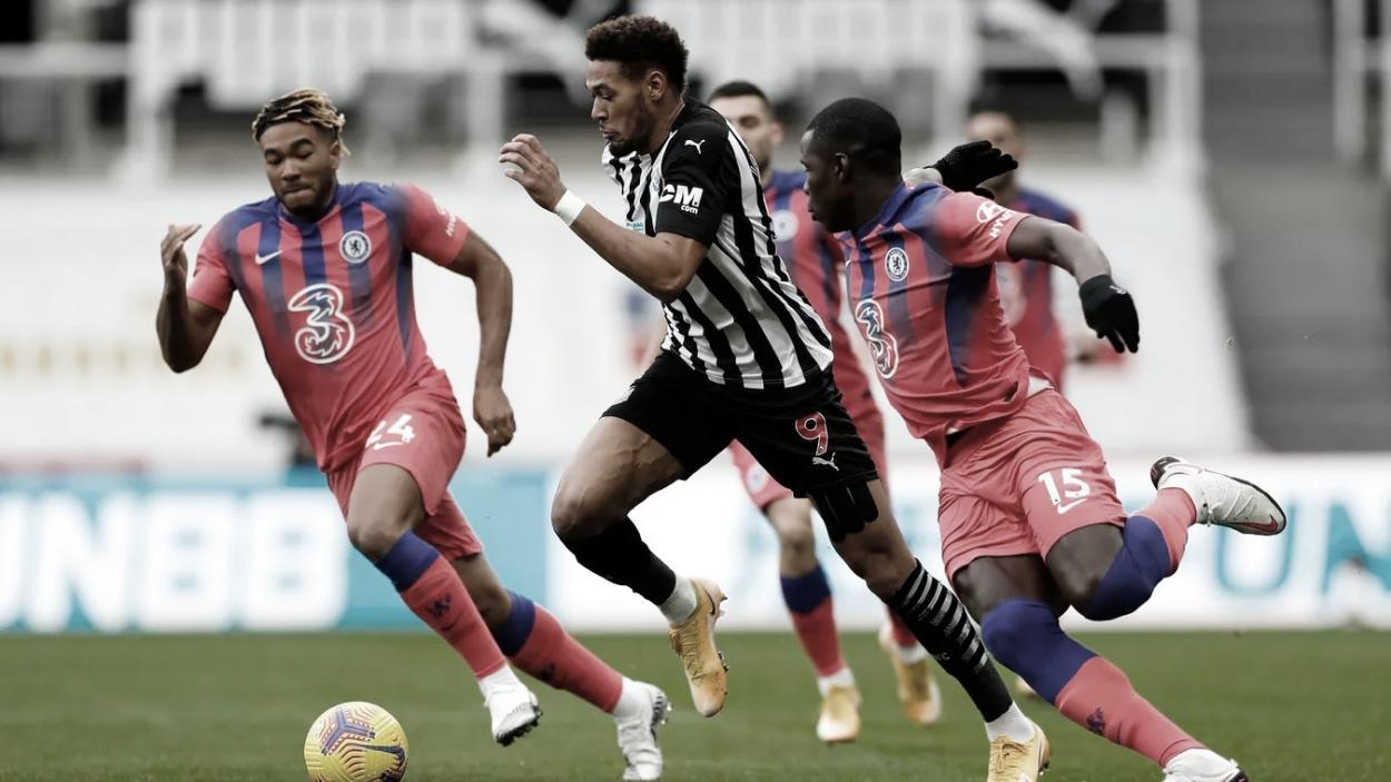Joelinton busca recortar diferencias./ Foto: Premier League