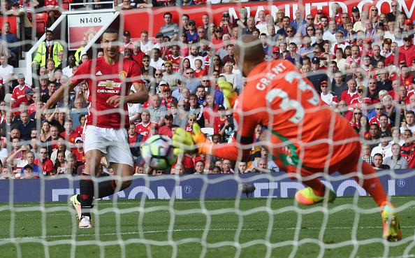 Ibra teve inúmeras chances de gol, mas parou em bela atuação de Grant | Foto: John Peters/Man Utd via Getty Images