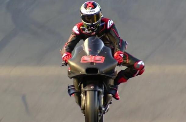 Jorge Lorenzo in sella alla sua nova moto | corsedimoto.com