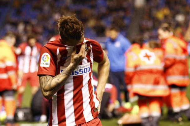 Giménez chora ao ver Torres sendo levado desacordado (Foto: Reprodução/Sanchofoto/DiarioAS)