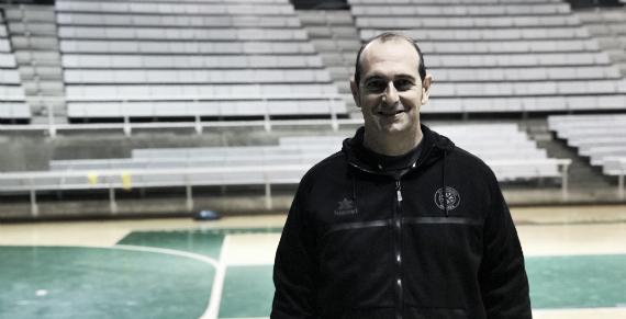 José Nolasco, con la última renovación, llegará a la década dirigiendo al Huesca | Foto: bmhuesca.com