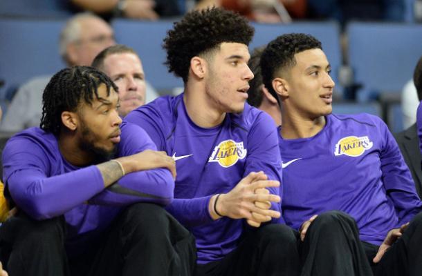 Los tres jóvenes de los Lakers, representantes en el Team USA. | Foto: Lakers.com