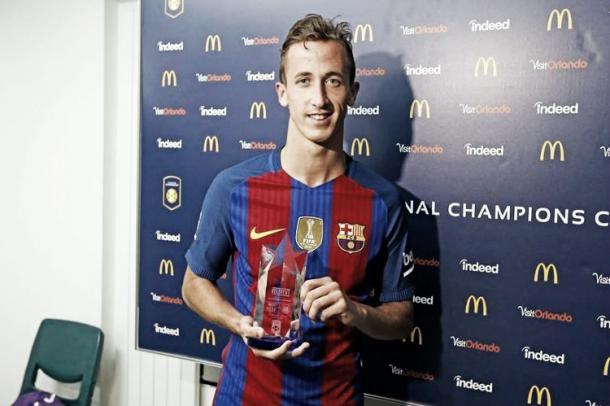 Juan Cámara con el trofeo MVP // Fuente: FCB
