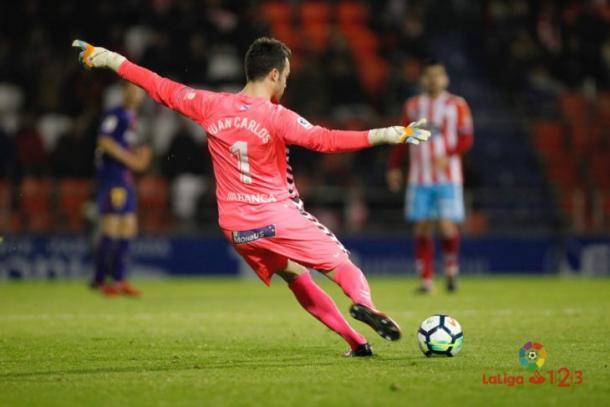 Juan Carlos golpeando el esférico // Fotografía: La Liga