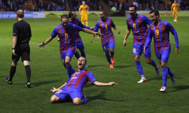 Juanlu marca el primer gol del equipo en Europa. Fuente: Levante UD