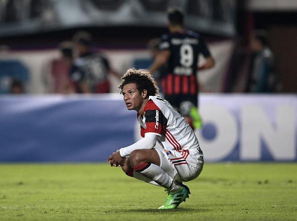 Frustrado, Arão ficou desolado após segundo gol do San Lorenzo | Foto: Juan Mabromata/AFP