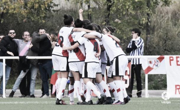 Jugadoras del Rayo Femenino celebrando un gol | Fotografía: Liga Iberdrola