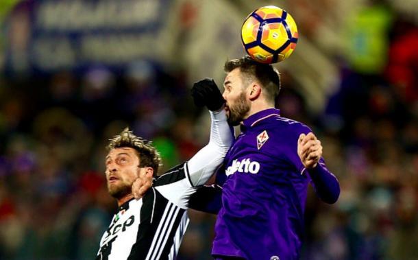 Un contrasto aereo di Fiorentina-Juventus | foto: Khaledalnouss