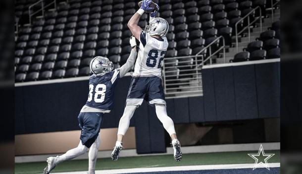 El ala cerrada Jason Witten entrenando nuevamente con los Vaqueros luego de haberse retirado la temporada anterior (foto Cowboys.com)