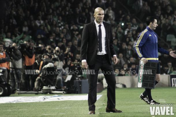 Zidane en su debut como visitante al mando del RM / Foto Vavel de Juan Ignacio Lechuga