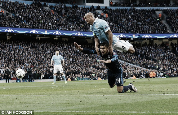 Above: Vincent Kompany battles with Casemiro in Real Madrid's 0-0 with Manchester City | Photo: Ian Hodgson
