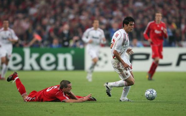 Deixar defensores no chão foi uma cena comum na carreira de Kaká (Foto: Jamie McDonald/Getty Images)