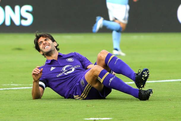 Kaka down injured. | Photo: Alex Menendez/Getty Images
