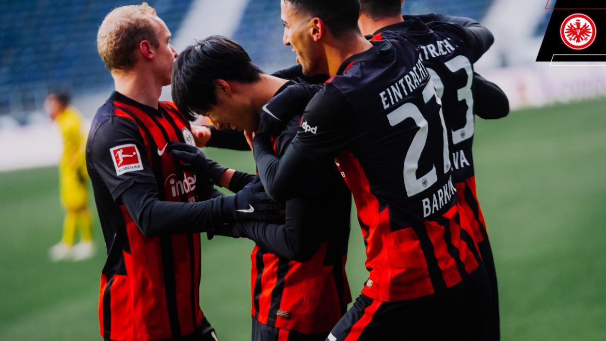 Gran acción de Kamada para el 1-0 / FOTO: @Eintracht