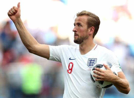 Kane se lleva el balón en su hattrick contra Panama. | Getty Images.