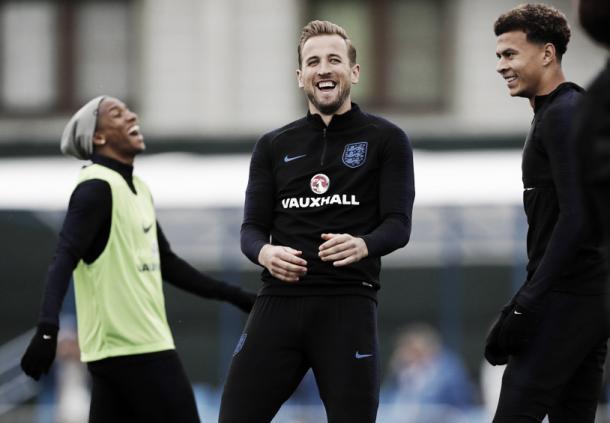 Kane y Alli compartiendo risas en el entrenamiento | Foto: England